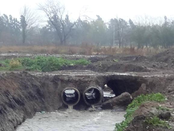 Observar colapso donde  colocaron desvío con 4 caños