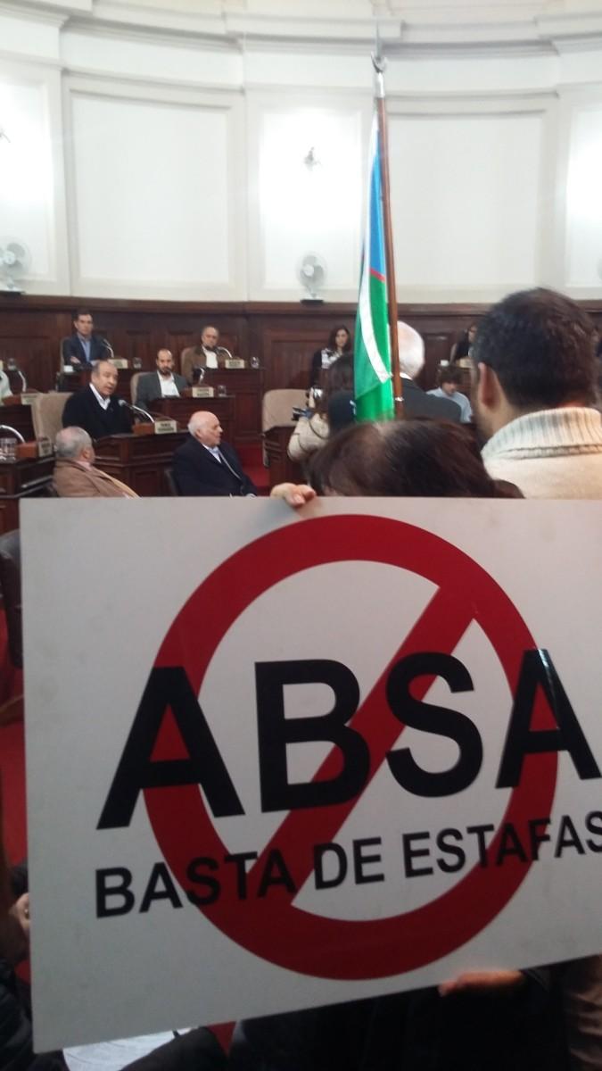 """""""Basta ABSA"""": Ciudadanos llevan sus reclamos al Concejo Deliberante"""