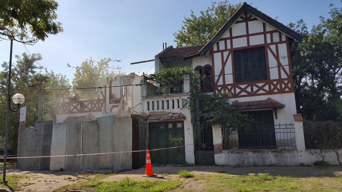 Repudian demolición de la casa normanda de 16 y 62 y piden revisión del COU