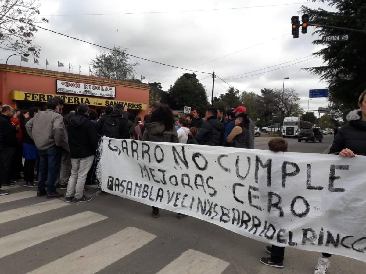 Vecinos de El Rincón, Villa Elisa, y Arturo Seguí se manifestaron para que se cumplan promesas de campaña